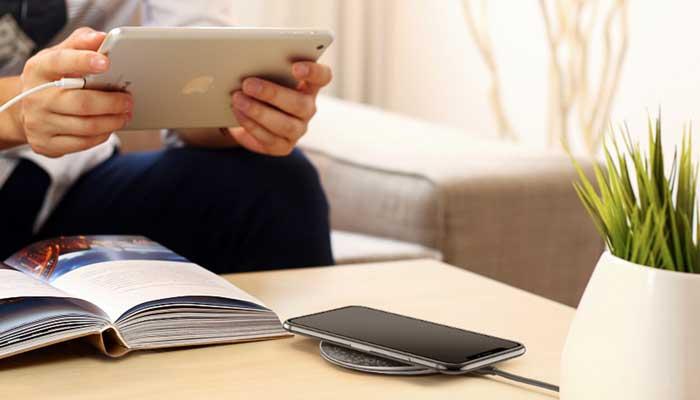Ультра компактная беспроводная зарядка для iphone и android