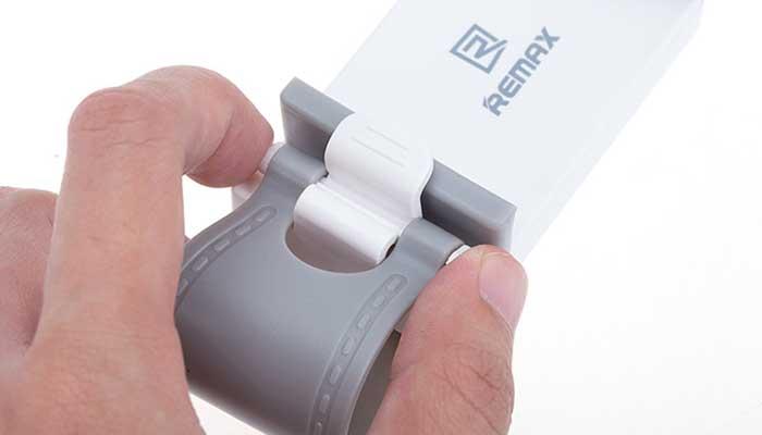 Удобный Remax RM-C11 - компактный держатель для смартфона на руль.