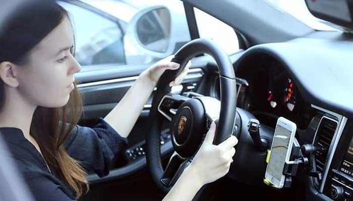 Нужен держатель телефона на решетку воздуховода? Купите на сайте автомобильных креплений DERJAK.RU