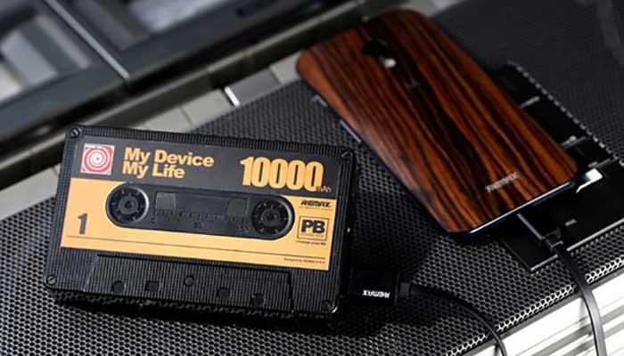 Ищете оригинальный подарок? Купите Remax Tape RP-T10 на 10000 mah в виде ретро кассеты