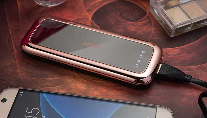 Выбираете подарок для девушки? Аккумулятор с зеркальцем Remax Mirror RPP-35